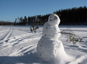 640px-Snowman_on_frozen_lake
